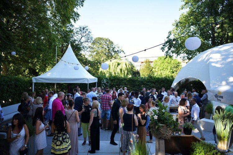 Relaxed Summer Party in Mainhattan